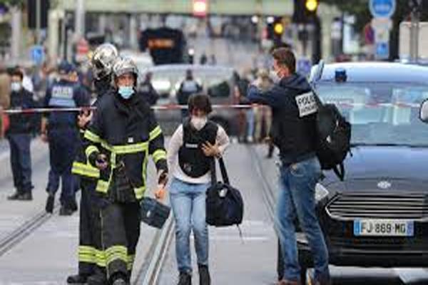 فرانس میں چرچ پرحملہ، 3 لوگوں کا قتل، خاتون کا سرکاٹا، میئر نے کہا- یہ دہشت گردانہ حملے جیسا