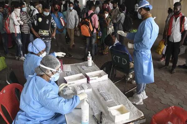 کورونا وبا کا قہربدستورجاری، پھر سے نئے معاملوں کی تعداد44 ہزار سے متجاوز