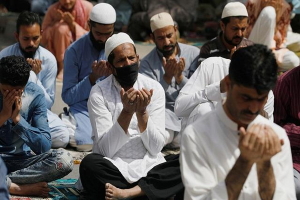 وبا کا ڈر:پاک میں پھر بند ہوئے مذہبی مقامات اور سنیماہال، لگ سکتا ہے دوبارہ لاک ڈاؤن