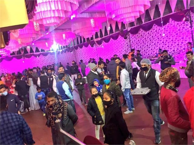 میرٹھ میں درج ہوئی پہلی ایف آئی آر، شادی کی تقریب میں 100 کی جگہ شریک تھے 350 افراد