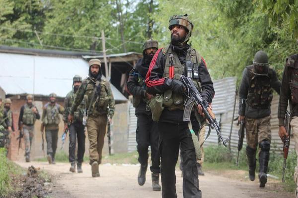 جموں کشمیر: شوپیا ں میں سکیورٹی فورسز نے تین دہشت گردوں کو کیا ہلاک، تلاشی مہم جاری