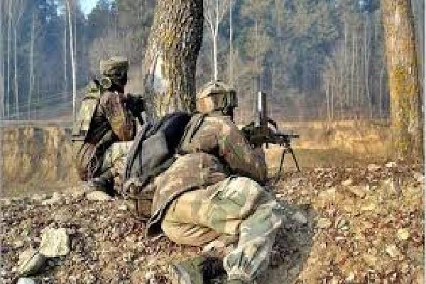 جموں و کشمیر کے کولگام میں سیکیورٹی فورسز اور عسکریت پسندوں کے درمیان تصادم