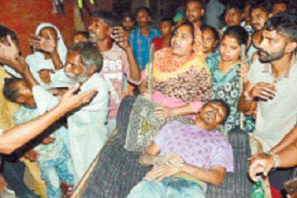 واہ رے پولیس: نوجوان کو گھر سے چوکی اٹھا کر بے دردی سے پیٹا