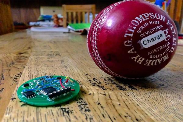 کوکا بورا نے کرکٹ کی نئی سمارٹ گیند کو متعارف کرایا