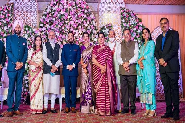 ترون چگ کے بیٹے کی شادی میں پہنچے وزیر اعظم نریندر مودی ، دلہا اور دلہن کو دیا آشیرواد